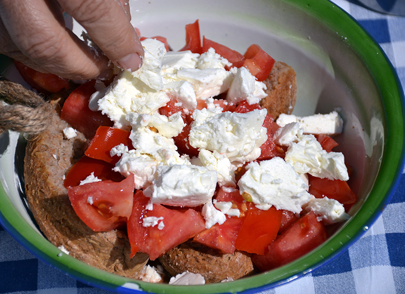 Adding-feta-to-the-Dakos