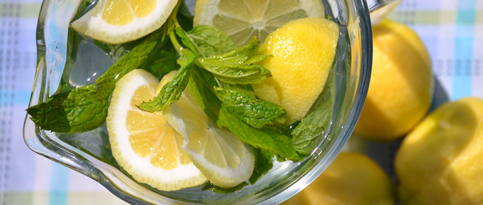 Refreshing-lemon-and-mint-drink-odyssey-poros-greece