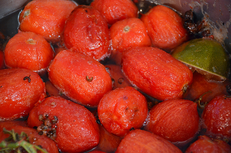 Boiling-the-tomatoes-for-the-teaspoon-sweet