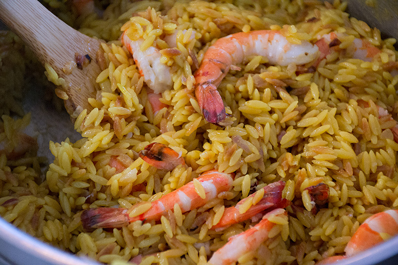 Mix-the-prawns-through-the-orzo