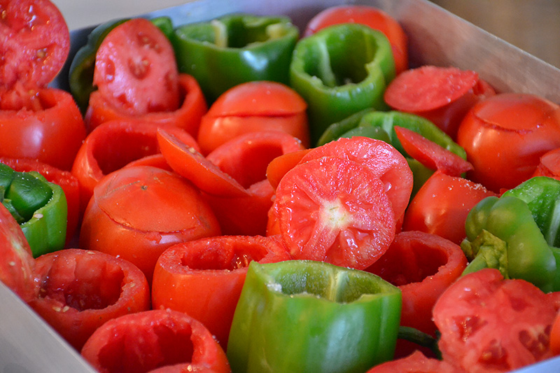 Tomatoes-and-peppers-ready-for-the-filling