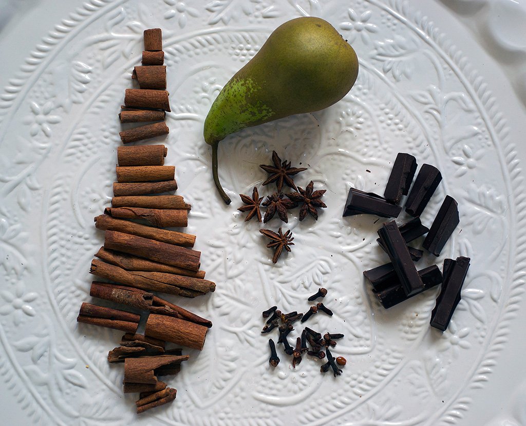 Ingredients for the Pears with chocolate and ouzo