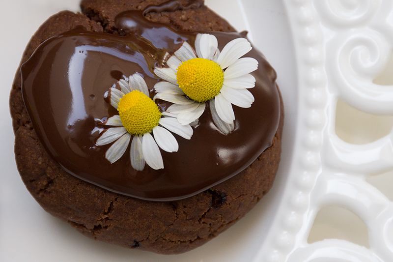Odysseys vegan chocolate cookies with edible flowers Poros Greece food photography foodblog