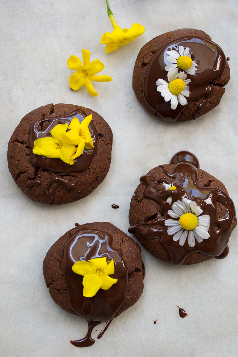 Vegan chocolate cookies with edible flowers springtime Odyssey Poros Greece foodblog