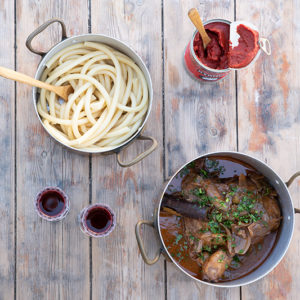 Chicken in tomato and red wine sauce