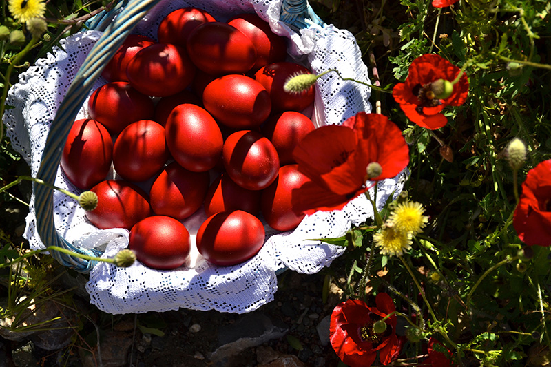The-red-eggs-and-poppies-for-Greek-Easter