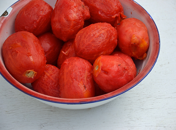 Tomatoes-with-removed-skin