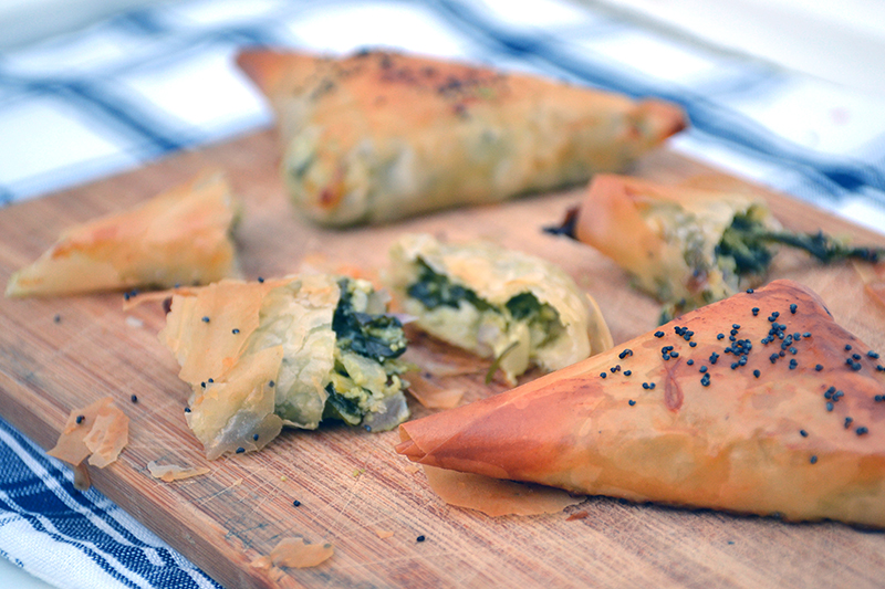 Katerinas-spanakopitakia-spinach-triangles