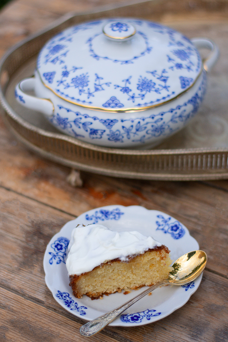 Katerina's orange cake with yoghurt topping